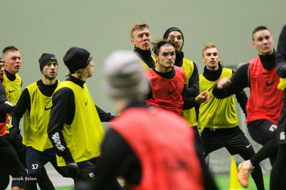 Sakari Tukiainen fighting in the block of yellow vests during trial at Flora (Janek Eslon/FC Flora facebook page)