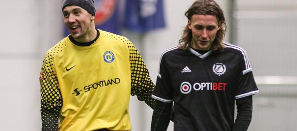 Smisko with Kalju's striker, Vladimir Voskoboinikov after the 0-3 loss (Narva Trans webpage)