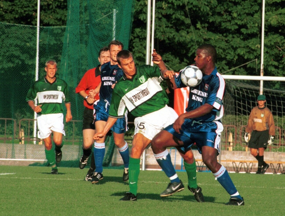 A vintage Lindpere with FC Flora jersey. It was his last Estonian club before his career abroad started (here in action against Ipswich Town in a friendly - fcflora.ee)