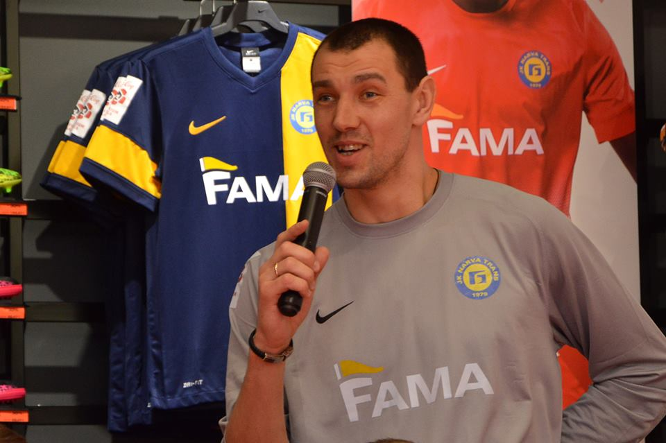 Roman Smishko speaks at the club's presentation with the clubs jerseys in the background (Narva Trans Facebook page)