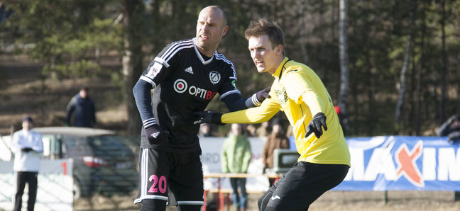 Joel Lindpere's first action in a Kalju shirt (image: sport.postimees.ee)