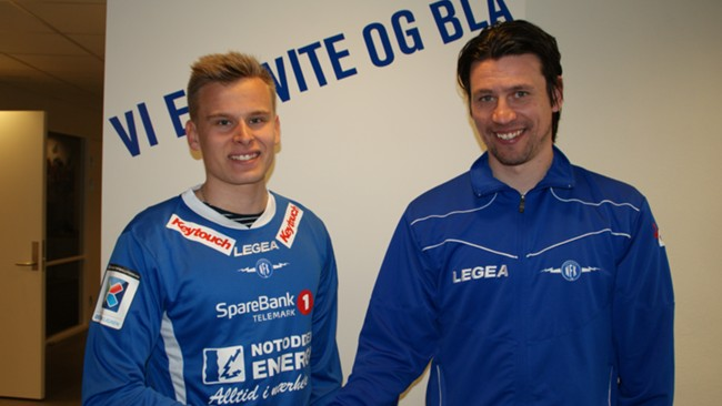Jere Aallikko with his new club's jersey in Norway (Notodden FK)