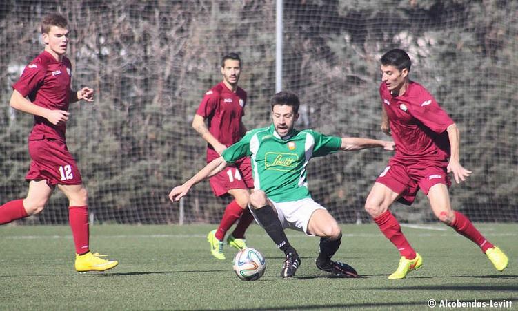 Liivak, first from left, observing the action in the derby against Alcobendas-Levitt (Alcobendas Levitt on Twitter)