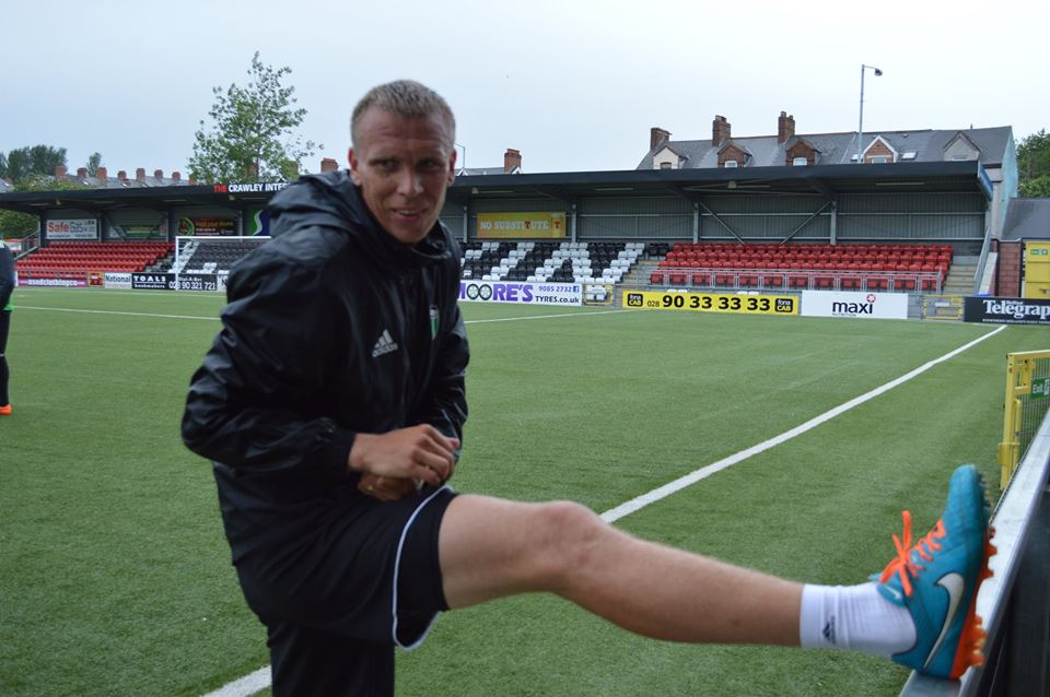Taavi Rähn warming up at the Seaview tonight ahead of the game (FC Levadia Facebook page)
