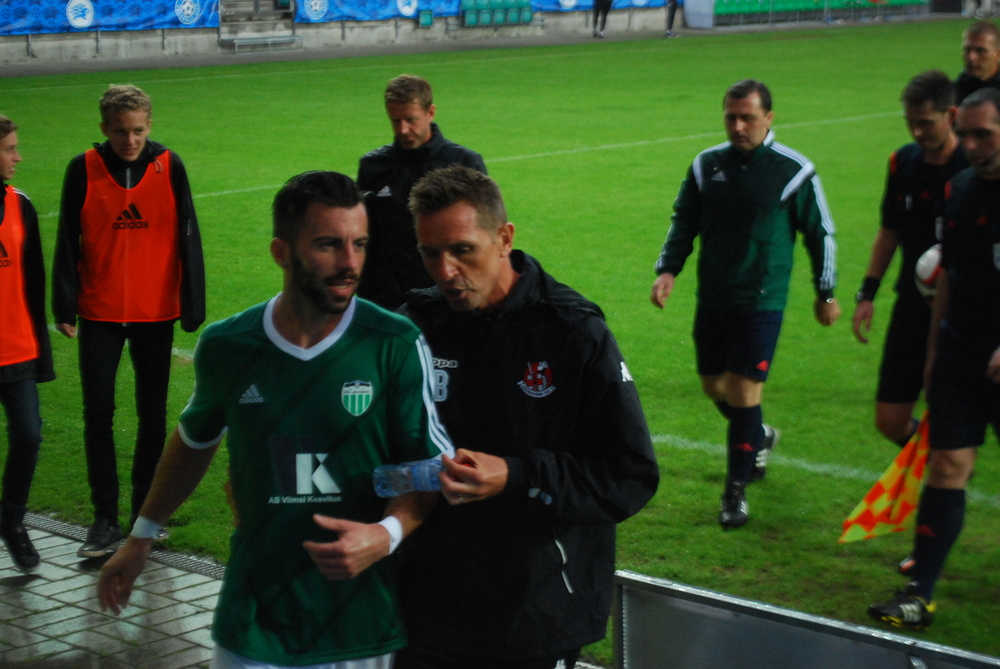 Slovak Ivan Pecha (left) and Crusaders' coach, Stephen Baxter, had a vivacious exchange of views at half-time (RdS)