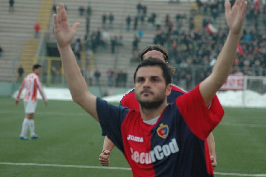 Giorgio Di Vicino celebrating a goal with Sambenedettese(Corriere del Pallone)
