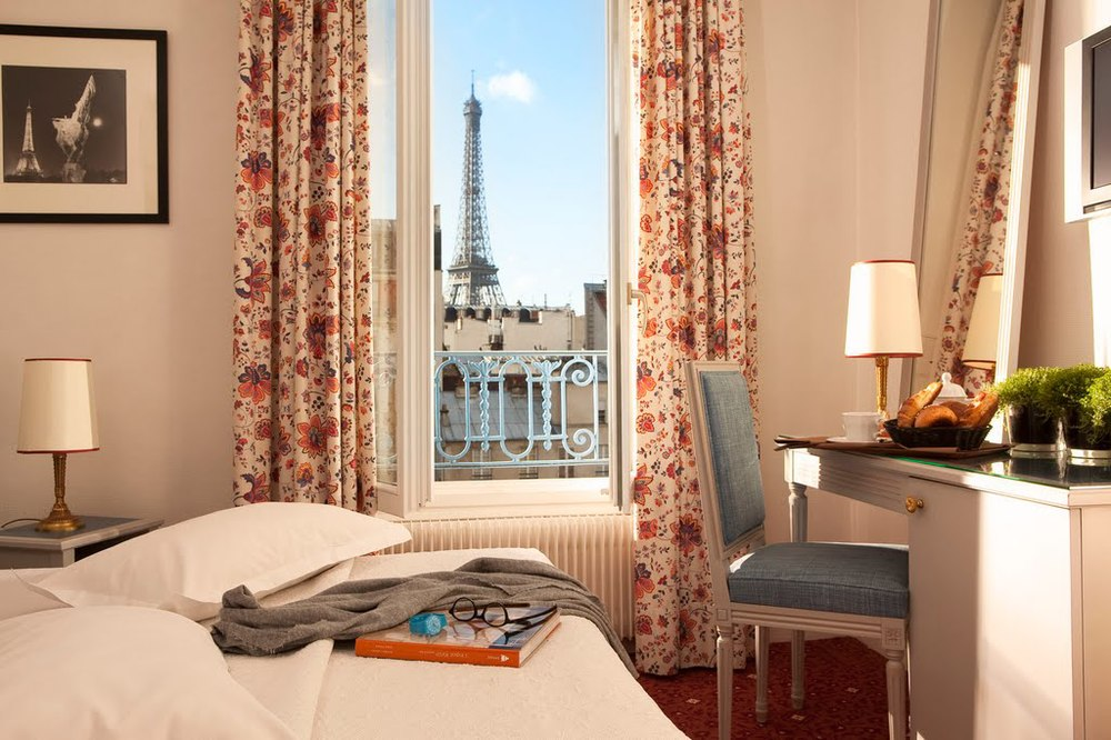 Hotels near the eiffel tower with a perfect paris view for Hotel jardins paris