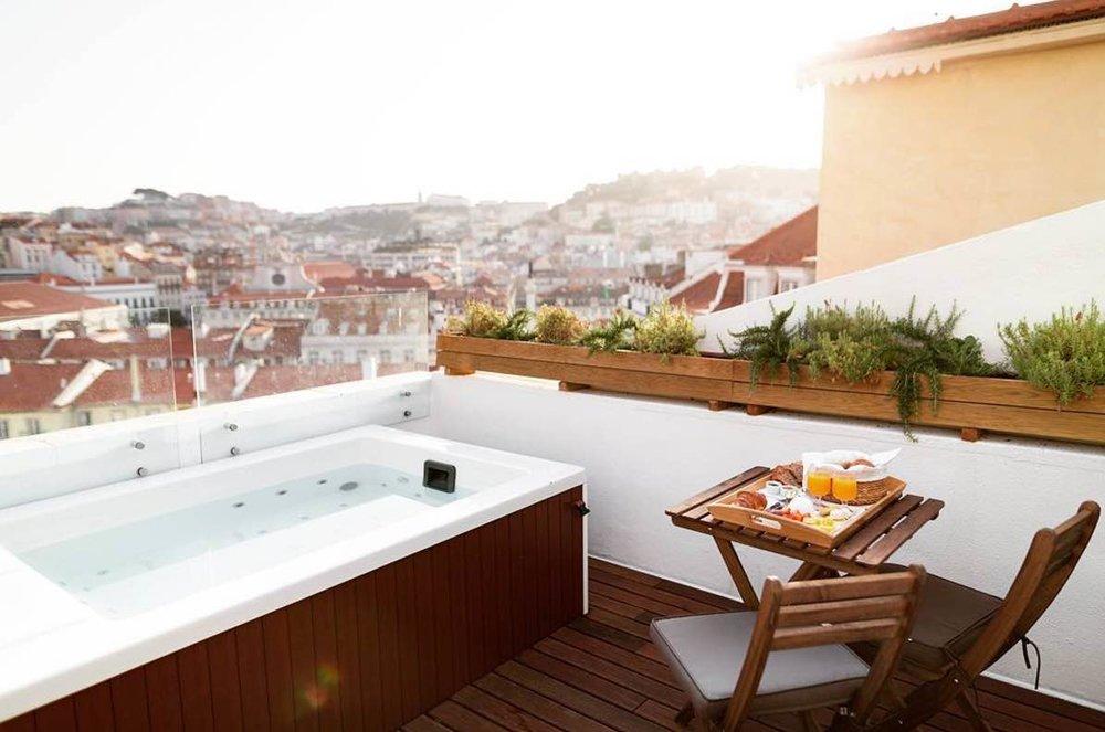 @rmnn_ in Lisbon