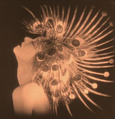 Salomé in peacock headdress (186 KB) square.JPG