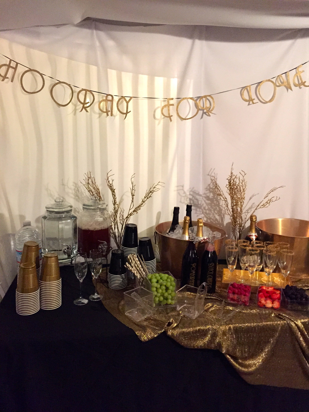 Gatsby Engagement Drink Table