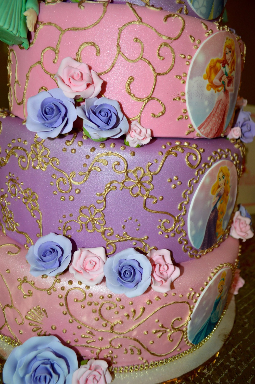 Cake detail by  Sweet Art Bake Shop .
