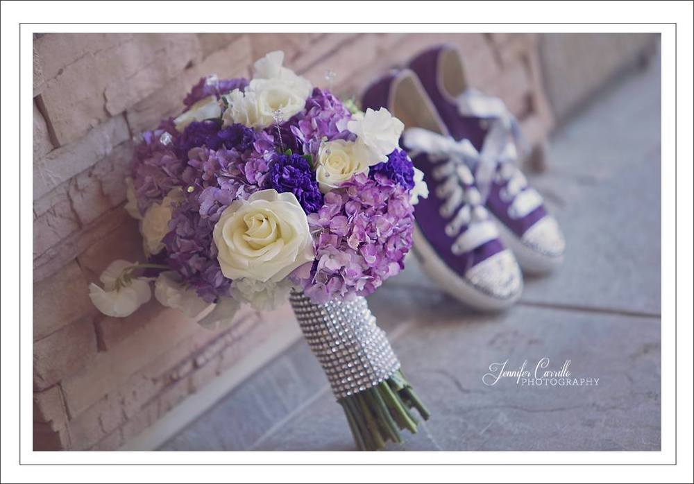 Down Emery Lane // Moorpark Country Club // Bridal Bouquet and Converse