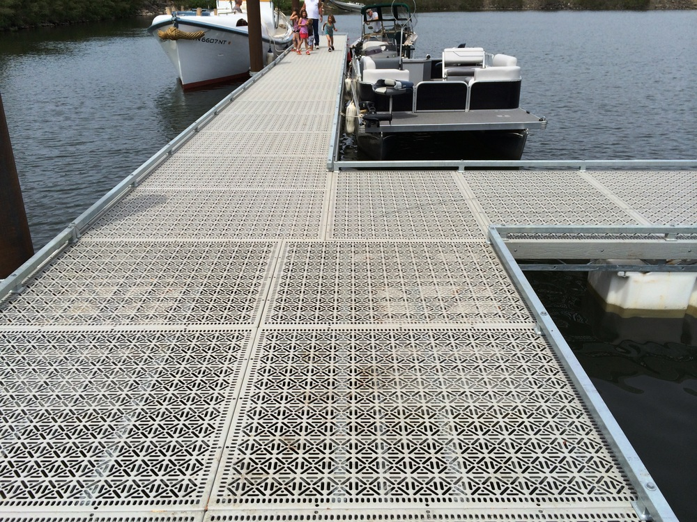 The Port of Benton Crow Butte Marina. HDB Marine provided the docks using 60% open area Steel Dek Eco Series panels. Topper Industries provided the gangways using 60% open area Steel Dek Gangway panels with grit for a non-skid surface.
