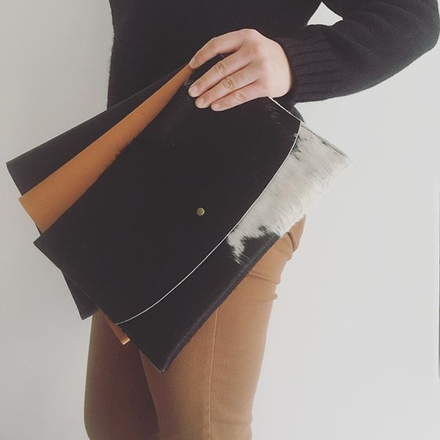Super chic, super sleek leather #envelopeclutch handmade by Alaina Birch of @shilsholstudio #nowinstock #madeincalifornia #leathergoods #napahide #timelessdesign #betterwithage