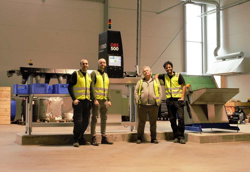 Proud Refinders in front of the OBS500: Amir, Fredrik, Dan and Farshid.