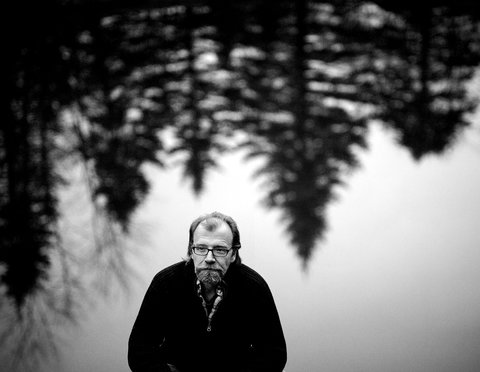 This is George Saunders. Doesn't he look super smart and literary? Or like your uncle?