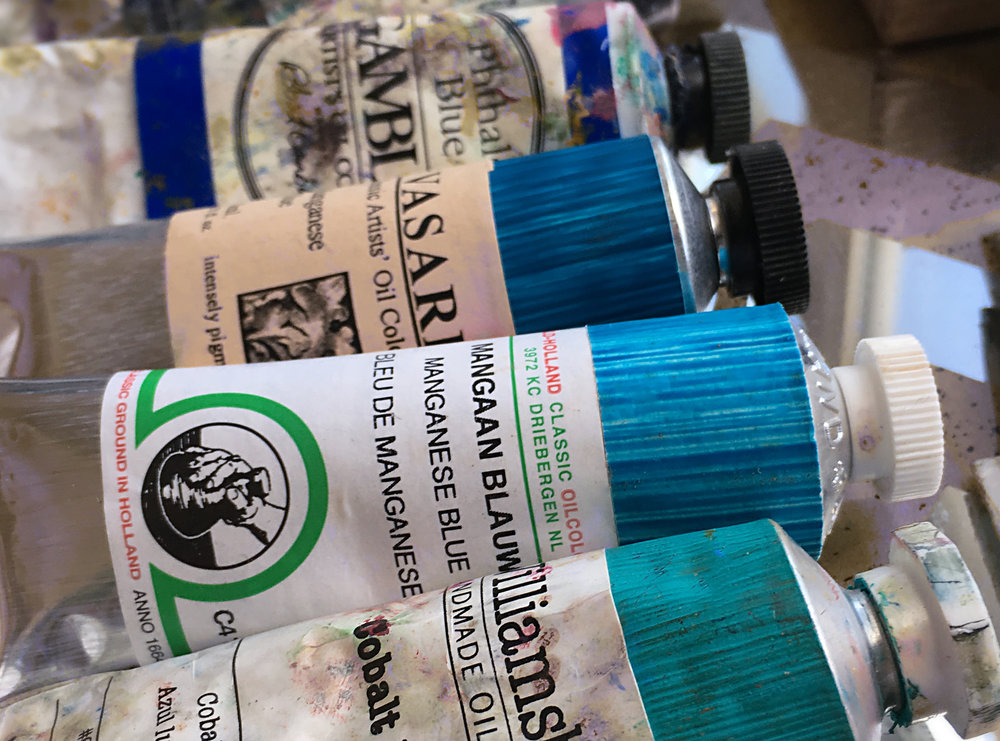 Here's a shot of the old tube of Genuine Manganese Blue paint (PB 33) that I found at a local art supply store.  Note how different Old Holland Manganese blue looks from Vasari (behind it, which is also PB 33).  Even though both are technically PB 33, they have been formulated slightly differently.  This picture also provides a good point of comparison between Manganese Blue and Cobalt Teal (PG 50) in the foreground.