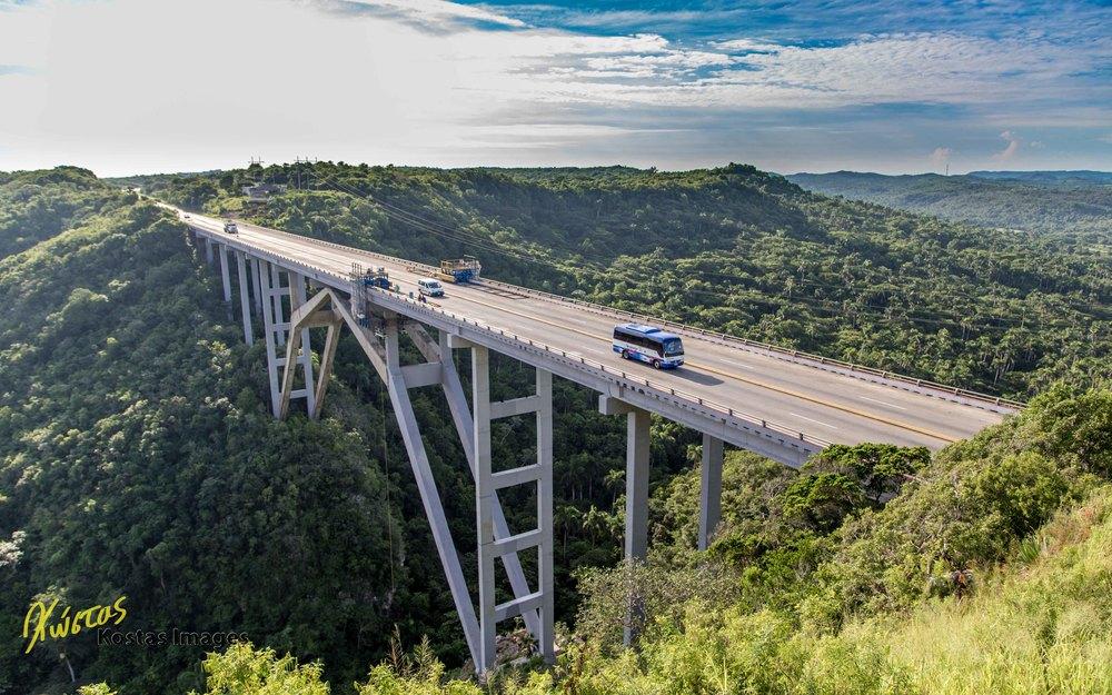 Bacunayagua Bridge.jpg