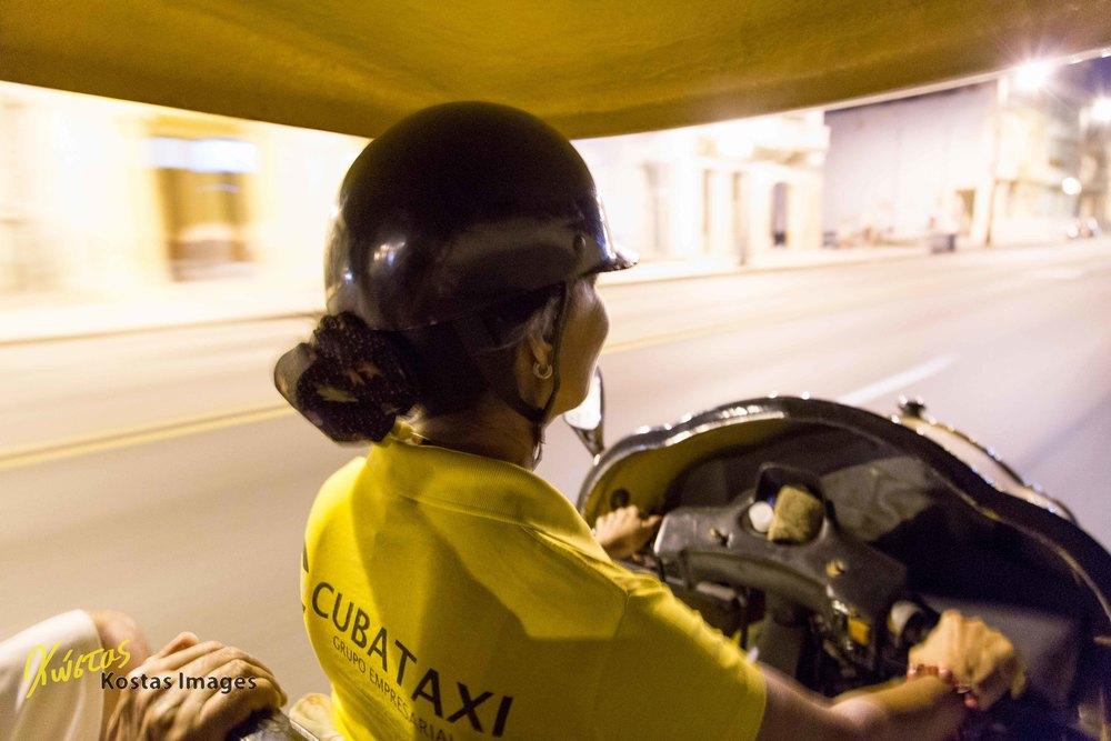 La Taxista panning.jpg