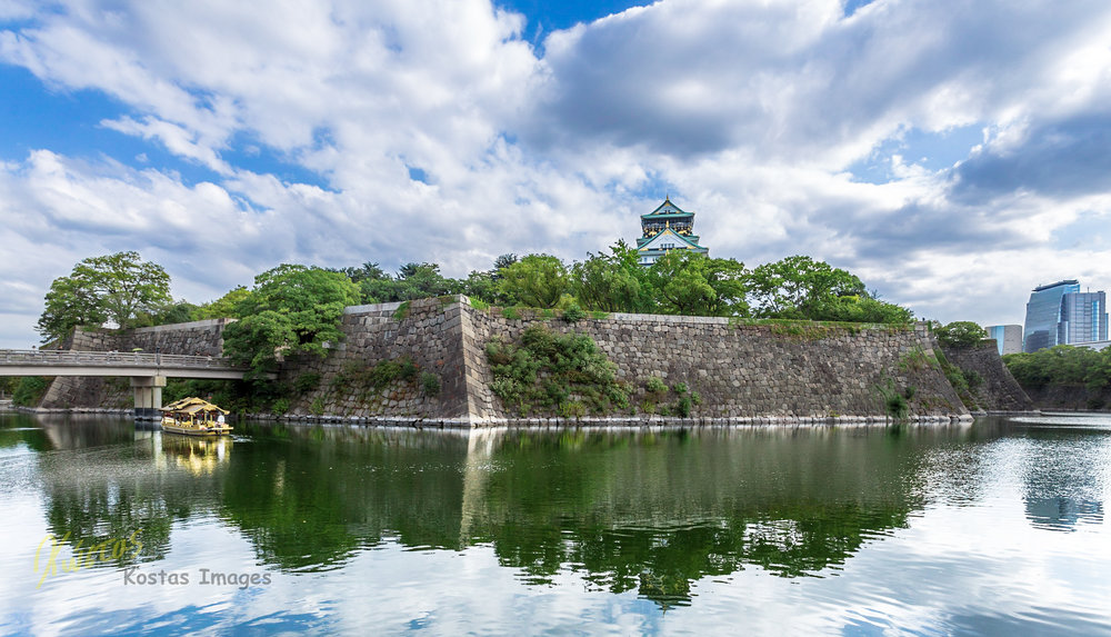 20160823-IMG_2872-Osaka Castle and boat reflection.jpg