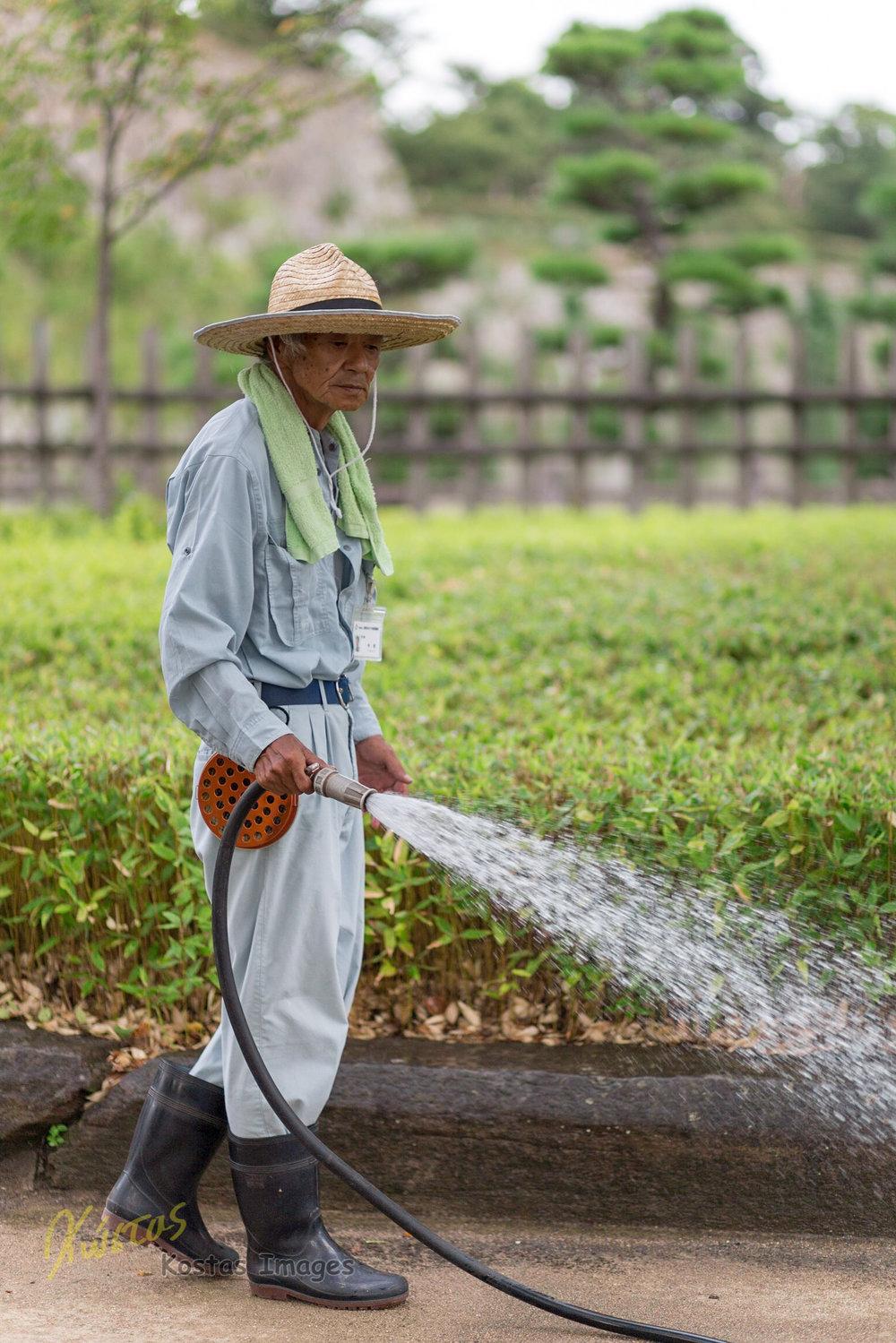 20160826-IMG_3966-Gardener at Himeji.jpg