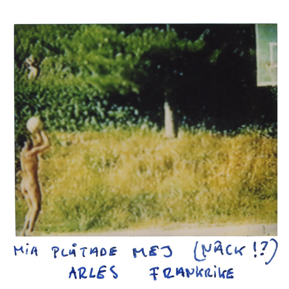 mia photographed ME!! (in the nude!?)  Arles France