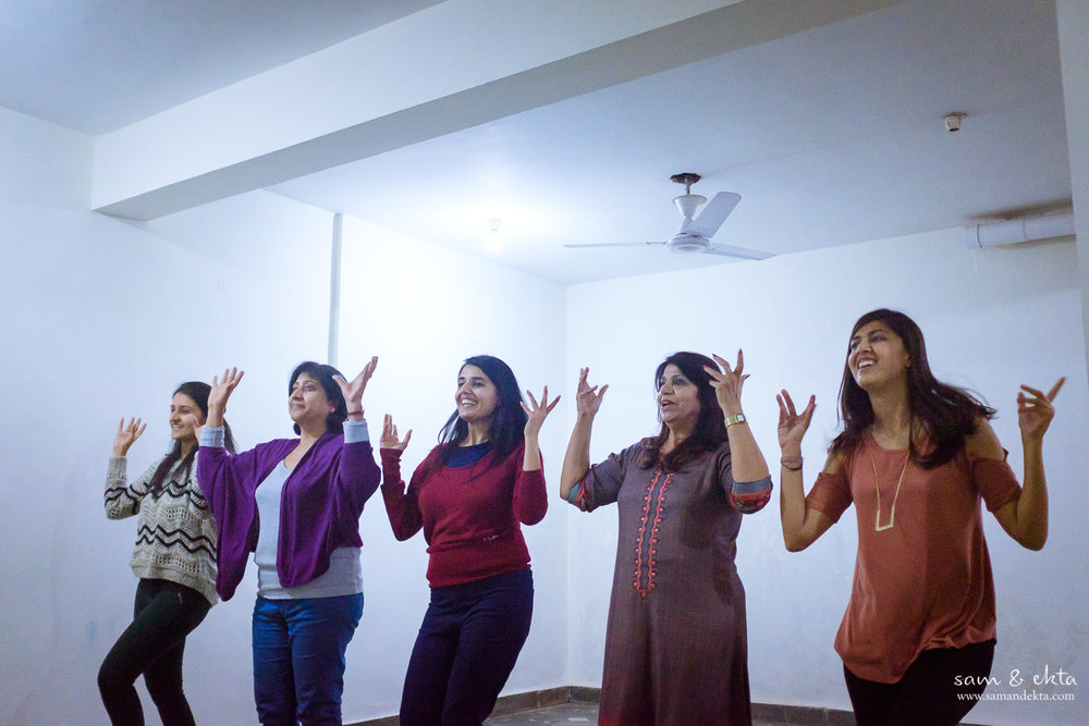 Ekta's and Dhruv/Devika's mom practice their moves as well