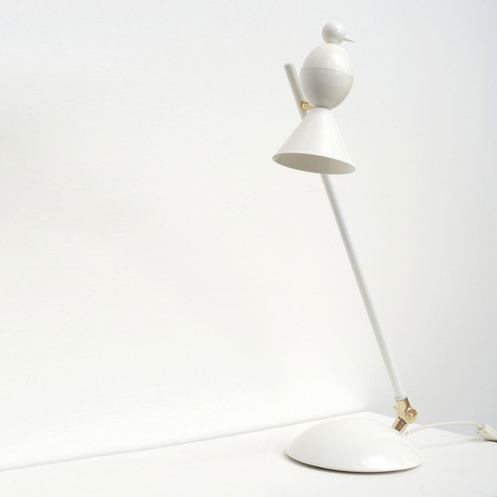 Alouette-white-desk-tail-white.jpg