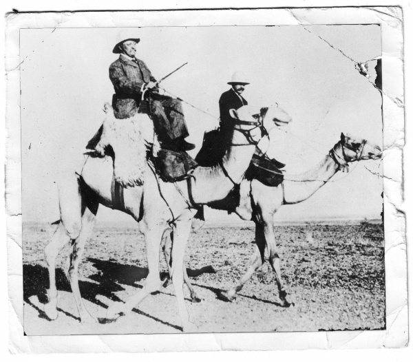 U.S President Roosevelt and Carl Akeley in Africa.