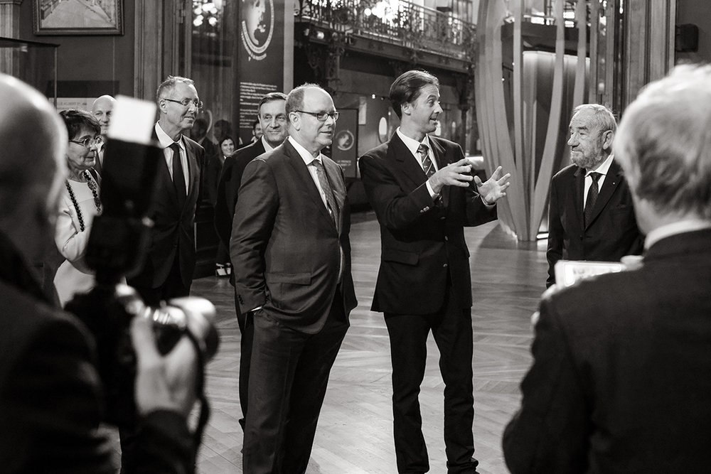 TW explaing process to counsel members & Prince albert II.jpg