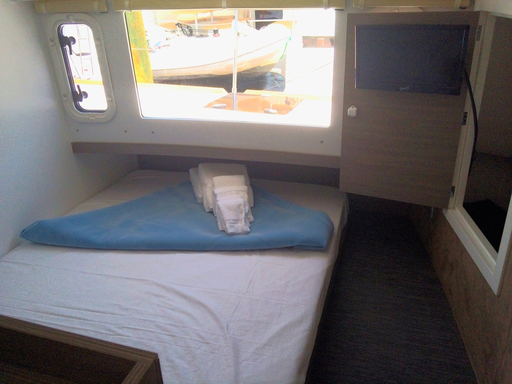 Starboard cabin with TV.JPG