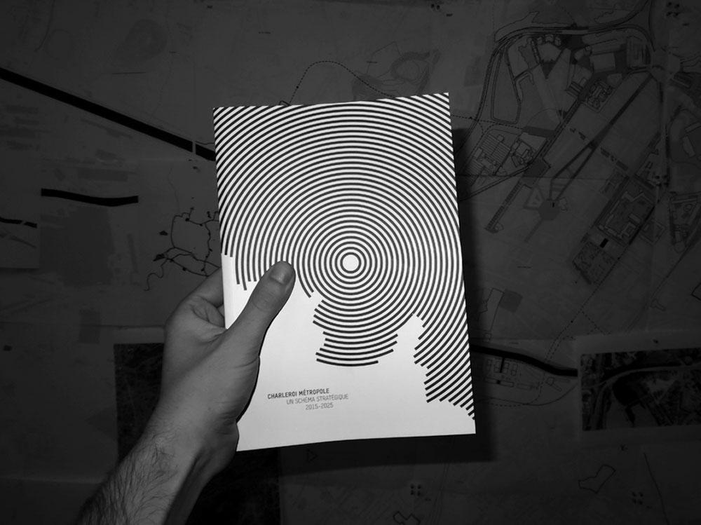 CHARLEROI METROPOLE Cette publication est un outil de compréhension du développement urbain. Exposer de manièrestructurée et claire les futurs changements fait partie des objectifs que nous nous sommes fixés ausein de la cellule Charleroi Bouwmeester. + d'informations
