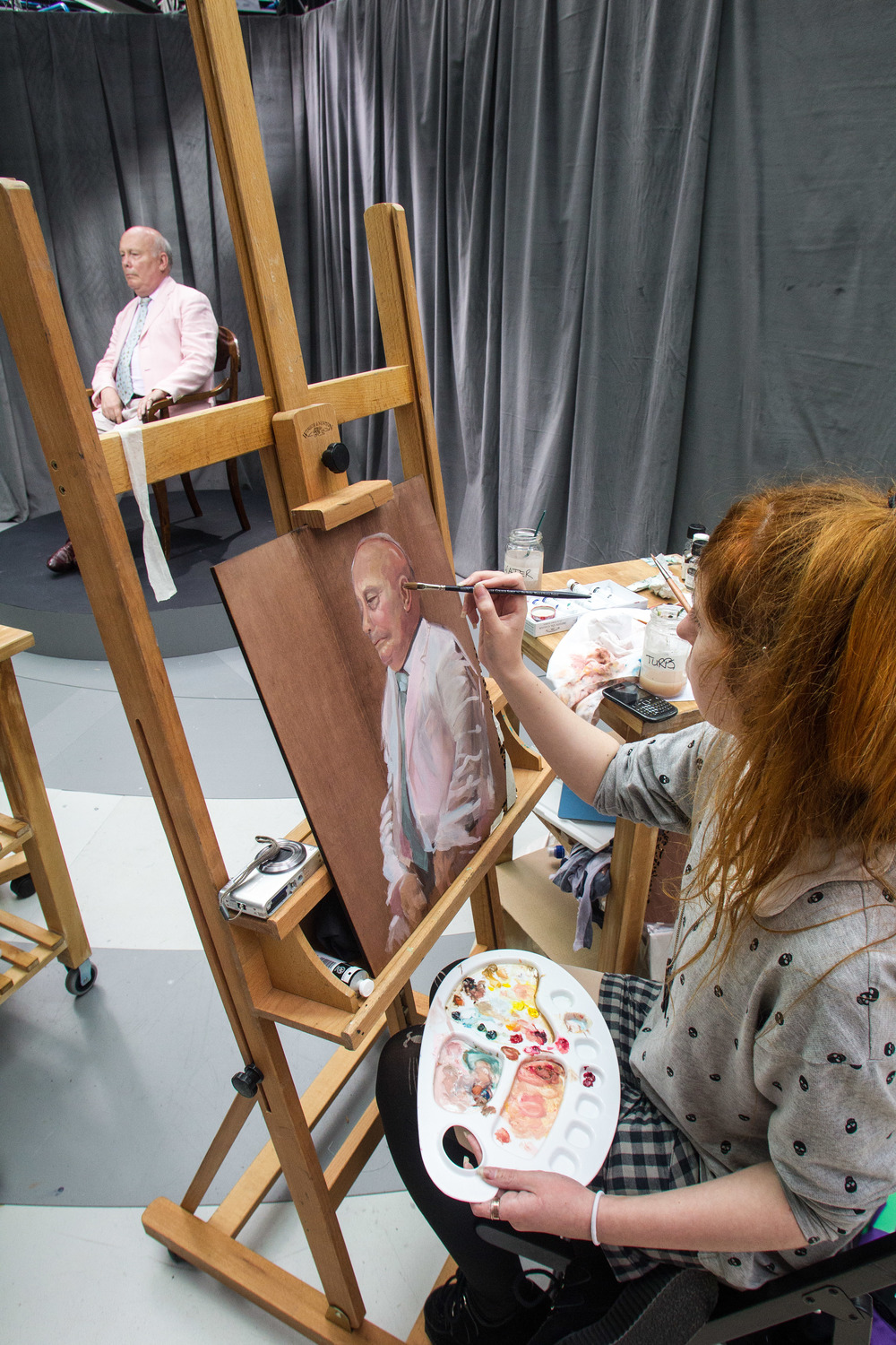 Photo courtesy of Sky Arts Portrait Artist Of The Year. Culloden Robertson painting Julian Fellowes.