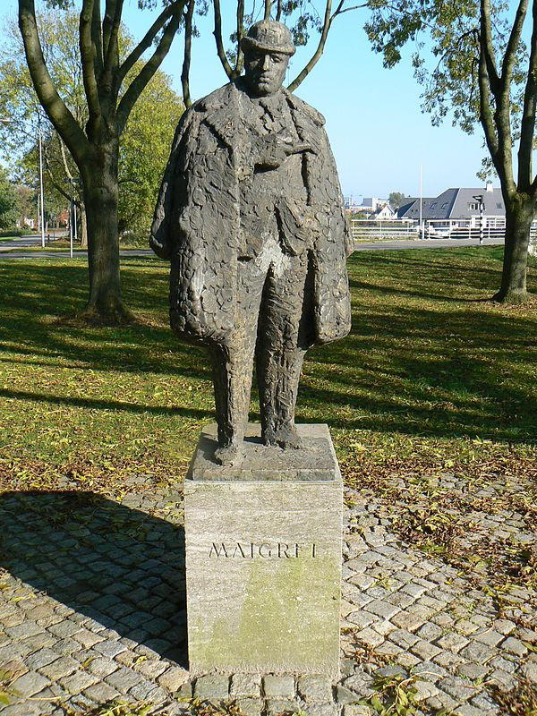 Maigret statue in Delfzijl. [Image from wikipedia]