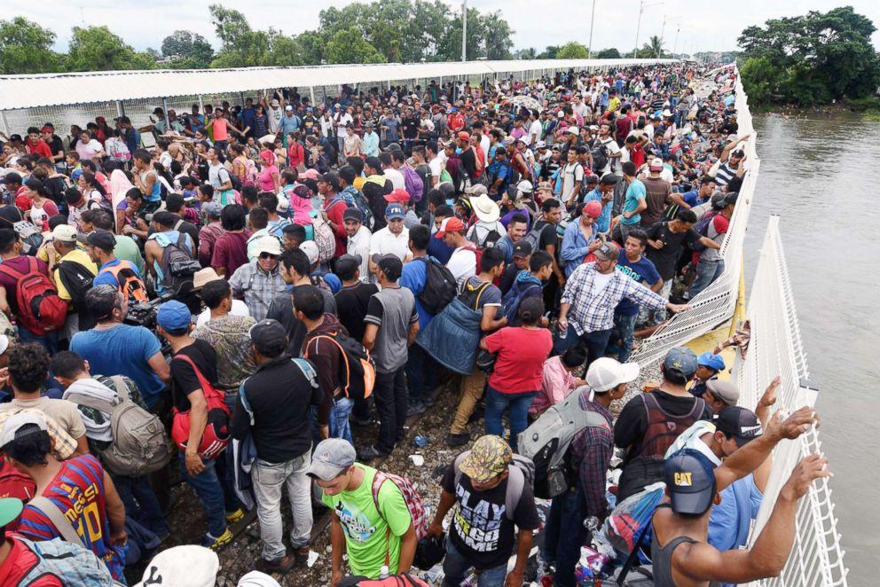migrants-gty-0200-jpo-181020_hpEmbed_3x2_992.jpg