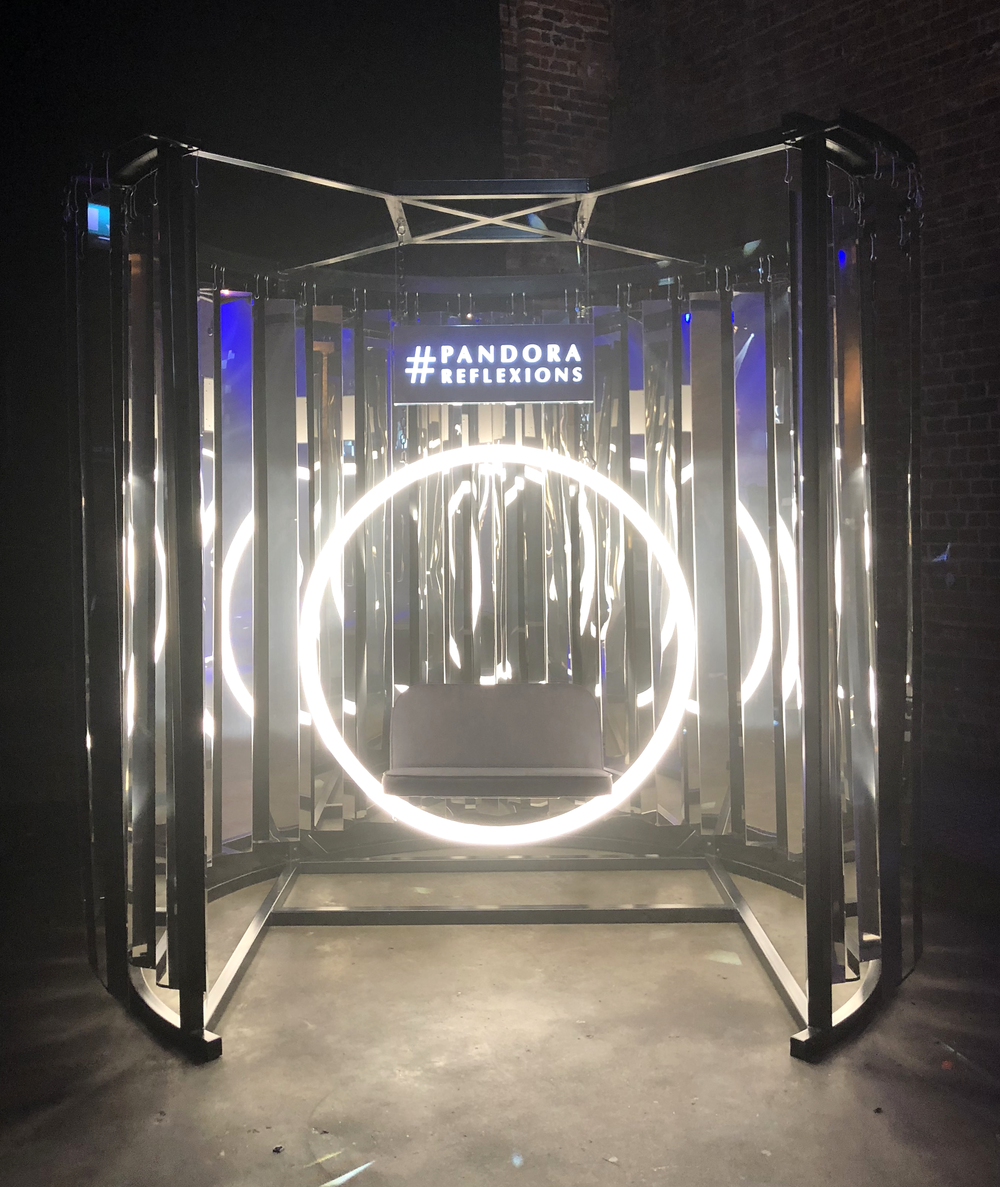 Mirror tunnel installation for Samsung