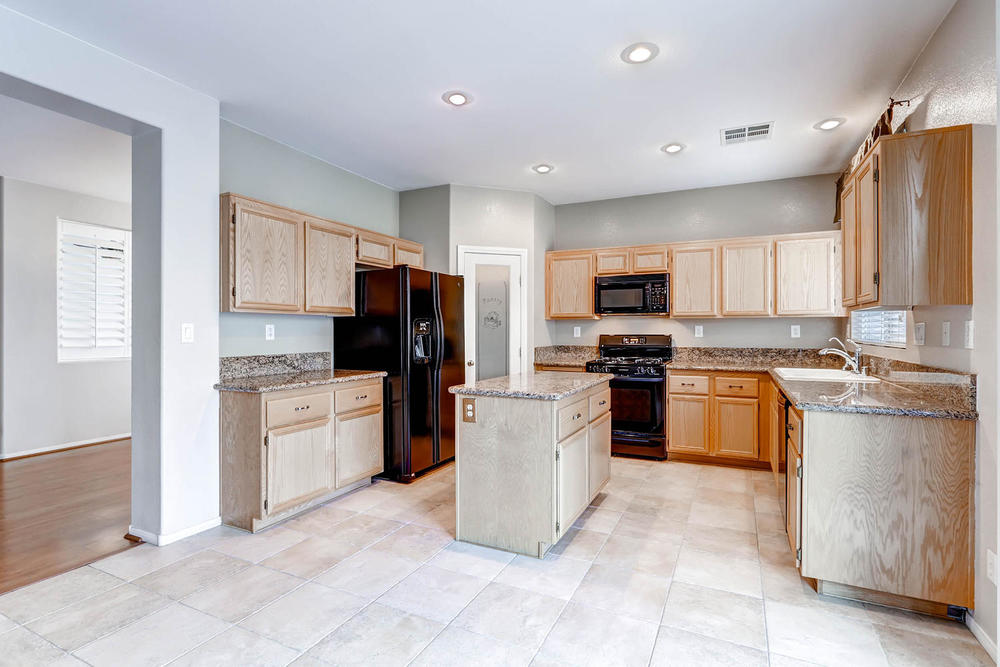 584 Highgate Park Ct Las Vegas-large-009-Kitchen-1500x1000-72dpi.jpg