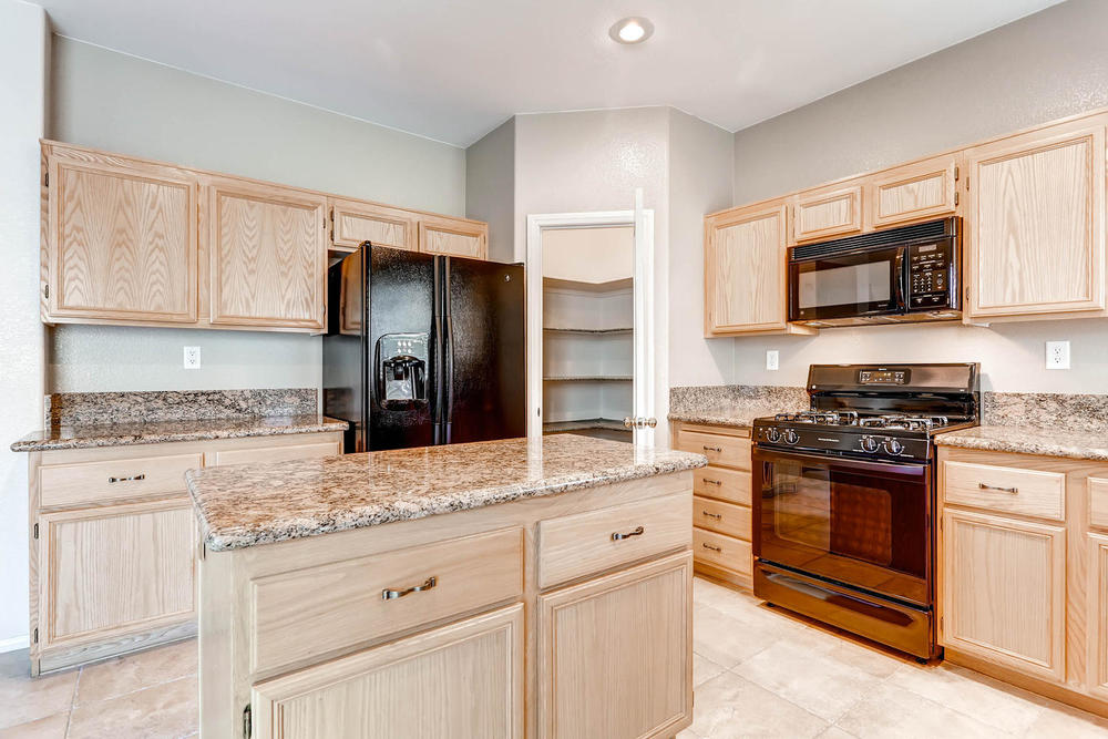 584 Highgate Park Ct Las Vegas-large-011-Kitchen-1500x1000-72dpi.jpg
