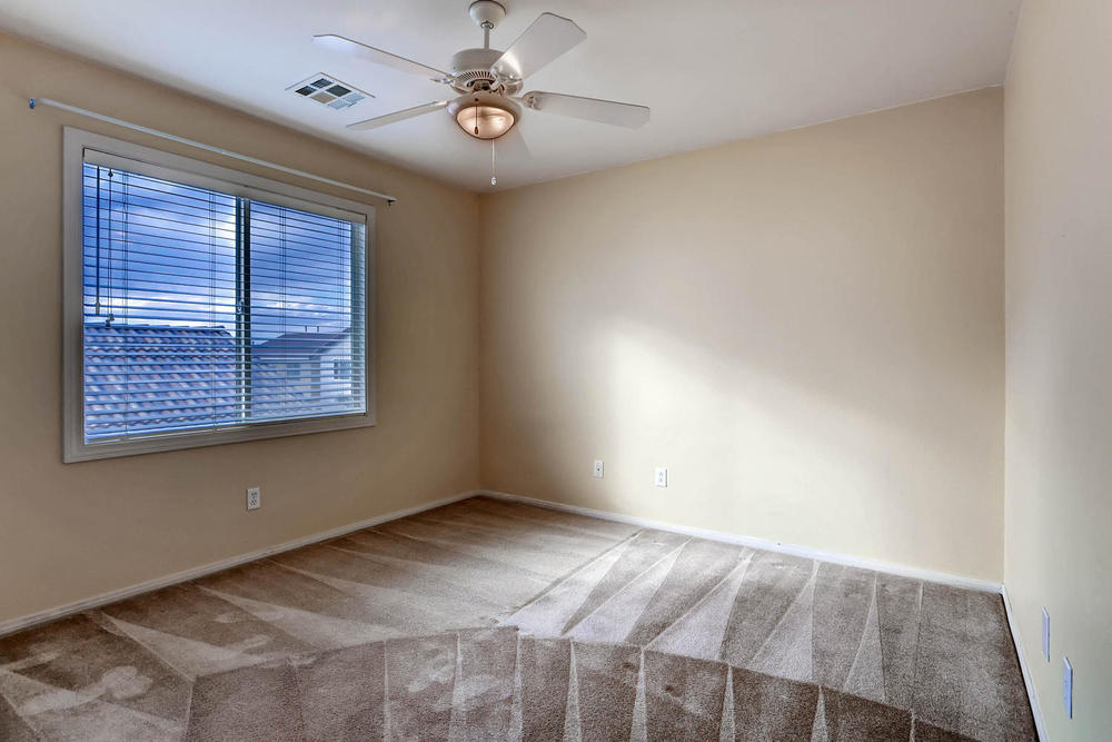 584 Highgate Park Ct Las Vegas-large-020-2nd Floor Bedroom-1500x1000-72dpi.jpg