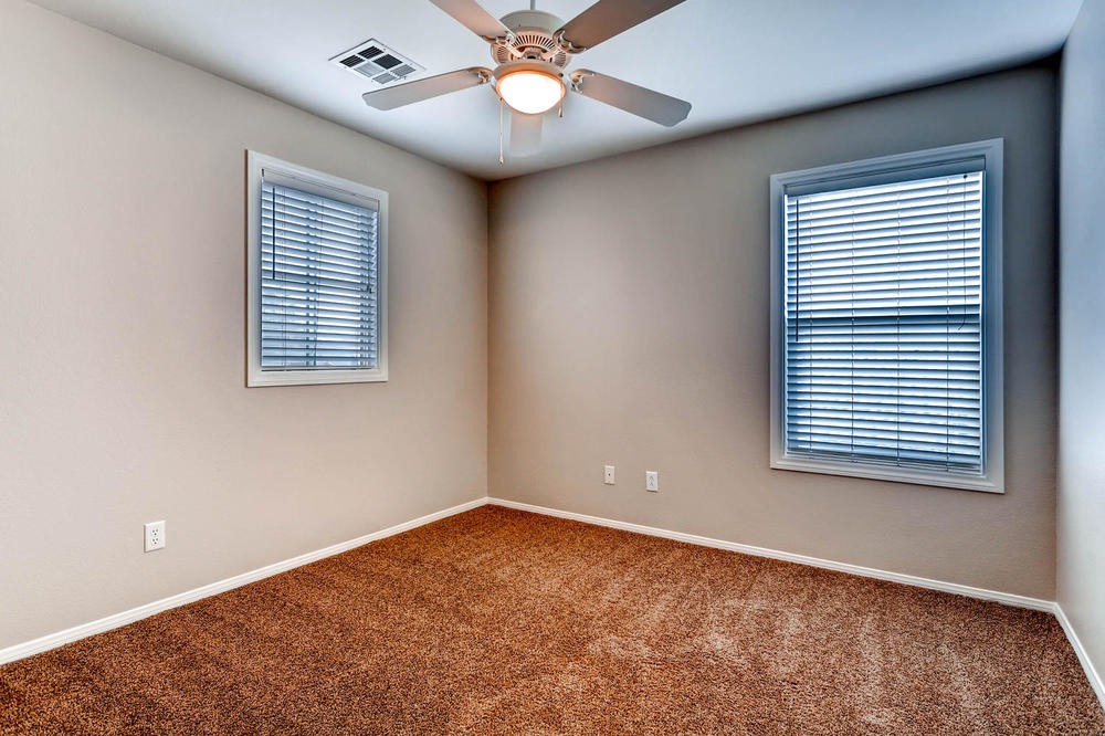 584 Highgate Park Ct Las Vegas-large-021-2nd Floor Bedroom-1500x1000-72dpi.jpg