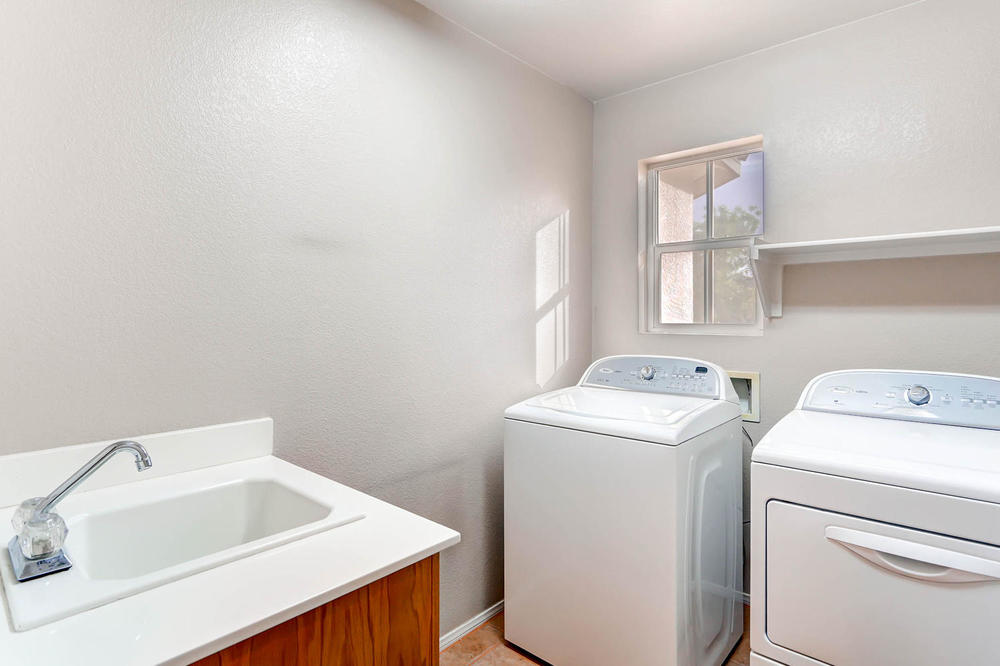 584 Highgate Park Ct Las Vegas-large-025-2nd Floor Laundry Room-1500x1000-72dpi.jpg
