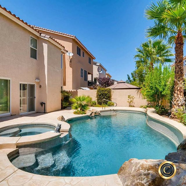 #PhotoOfTheDay ... Spacious 4 bedroom home features a pool, loft, and 2 walk-in closets.  Sold for $375,000 in 5 days!  Follow the link in our profile.⠀ 🏠🏠🏠🏠🏠🏠🏠🏠🏠🏠🏠🏠🏠🏠⠀ #Vegas #LasVegas #Henderson #RealEstate #Realtor #Remax #HomeSold #Homes #OurBrandisService