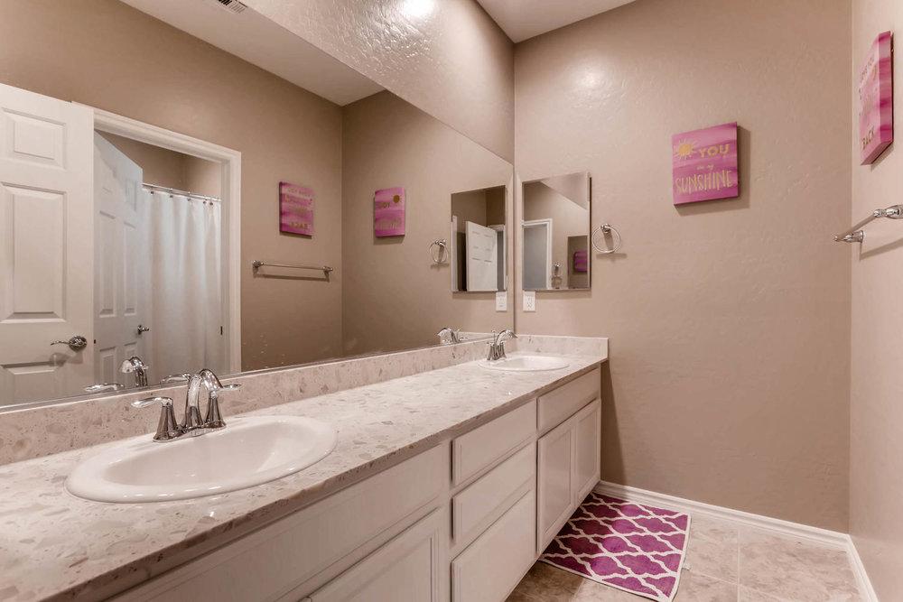 996 Fairway Hill Drive-large-016-9-2nd Floor Bathroom-1500x1000-72dpi.jpg