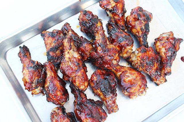 Oh hey there, Friday. Who wants some BBQ wings and 🍺? Grill season is my favorite season! 🙋🏼♀️ #itme . . #bitofdelish #nomnom #buffalogirl #buffalowings #buffalove #beautifulcuisines #foodblogeats #eatingfortheinsta #yahoofood #tastingtable #heresmyfood #whatsfordinner #buzzfeedtasty #cleaneating #eatrealfood #blogger #foodie #healthylifestyle #wellness #wellnessjourney #eeeeeats
