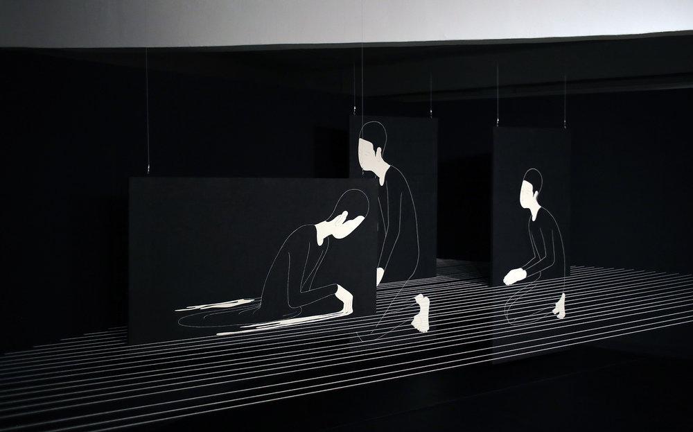 실로 있기 / A way of being Op.0111PI - 600 x 300 cm,한지에 먹, 실, 가변설치 / Korean ink on Korean paper, thread installation, 2015 Installed in D Project Space -Guseulmoa, Seoul, South Korea, 2015