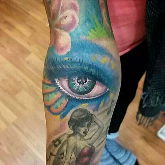 Tattoo by  @ozzyinkdreemzcst .#eye#skull#pretty#colorful#girlswithtattoos #tattoodchick #tattoodfemale #cooltattoos #tattoo#ink#tattoolife#inked#inkaddict#cooltattoos#chicagostatetattoo#chicagotattooartist#chicagotattooshop#art#bodyart#skinart#chicago#westtown#urkrainianvillage#humboldtpark#wickerpark#instagood#art#skinart#bodyart#love