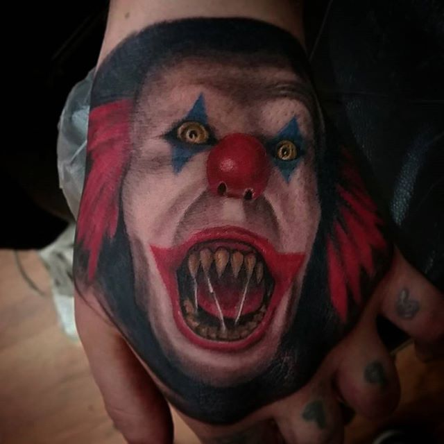 Tattoo by  @ozzyinkdreemzcst .#it#clown#creepy#scarrry#horror#tattoo#ink#tattoolife#inked#inkaddict#cooltattoos#chicagostatetattoo#chicagotattooartist#chicagotattooshop#art#bodyart#skinart#chicago#westtown#urkrainianvillage#humboldtpark#wickerpark#instagood#art#skinart#bodyart#love#spectraedge#fkirons