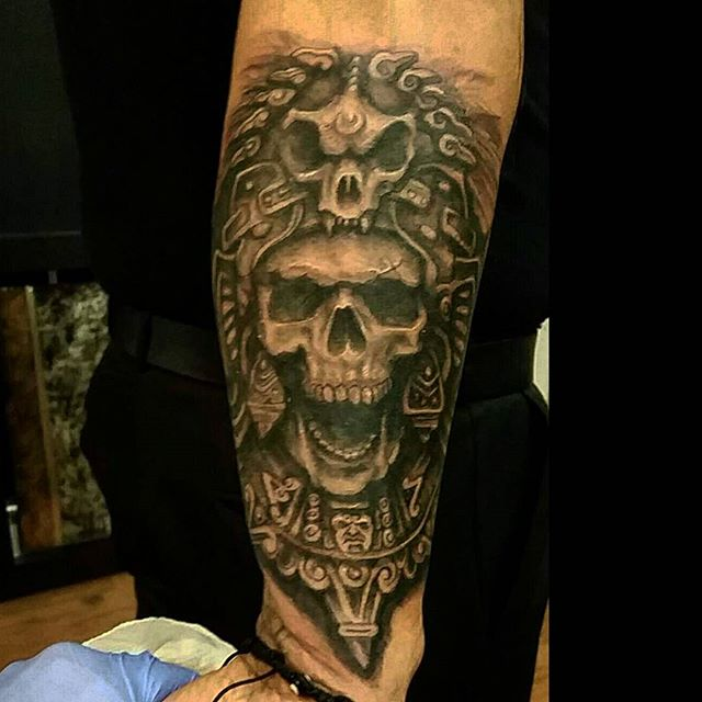 Did this aztec piece last night, thanx for lookin n likin....GET@ME4INK.....#aztec#skull#headdress#latinoart#tattoo#ink#tattoolife#inked#inkaddict#cooltattoos#chicagostatetattoo#chicagotattooartist#chicagotattooshop#art#bodyart#skinart#chicago#westtown#urkrainianvillage#humboldtpark#wickerpark#instagood#art#skinart#bodyart#love