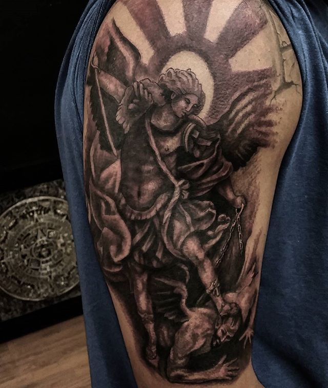 Good start on St. Michael i started the other day..2 b continued..thanx for lookin n likin...get@me4ink...#stmichael#saintmichael#angel#blaxkandgrey#goodstart#religeous#beautiful#tattoo#ink#tattoolife#inked#inkaddict#cooltattoos#chicagostatetattoo#chicagotattooartist#chicagotattooshop#art#bodyart#skinart#chicago#westtown#urkrainianvillage#humboldtpark#wickerpark#instagood#art#skinart#bodyart#love#spectraedgex#fkirons