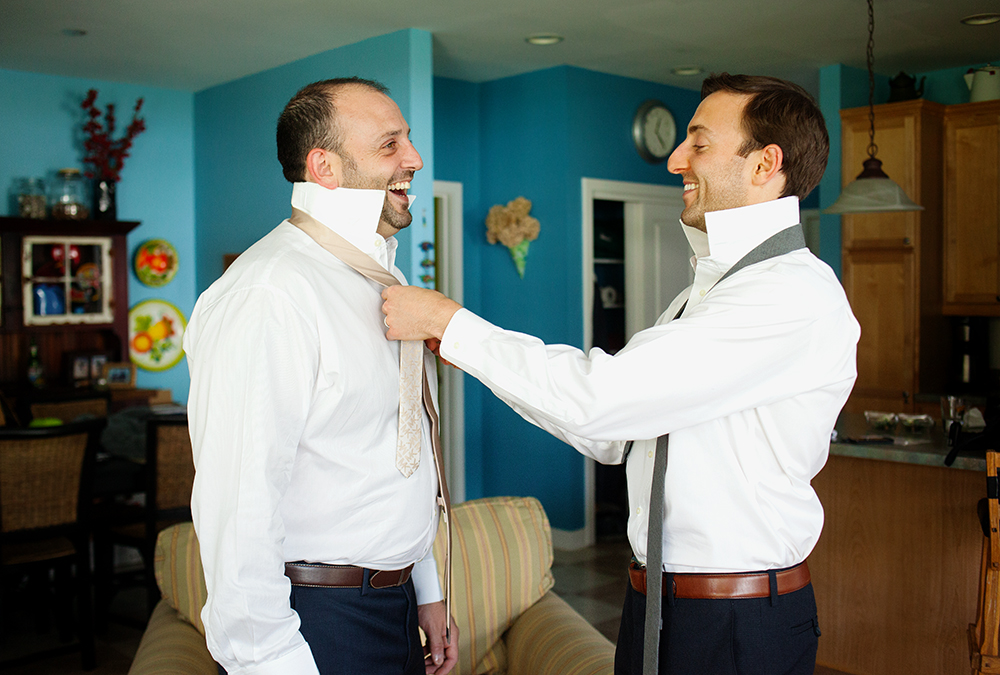 Groom Getting Ready with Brother Laughing - joannaFOTOGRAF Joanna Reichert.jpg
